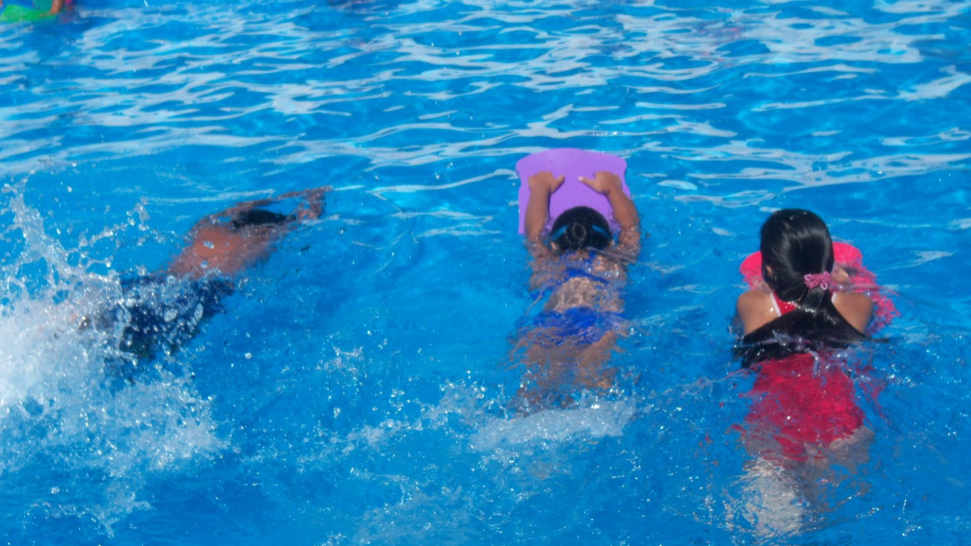 Los mejores juegos para ni os en piscinas for Clases de piscina para ninos