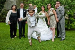niños en una boda