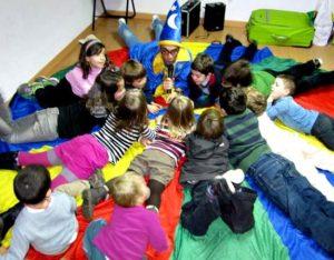 Juegos de cumpleaños fiestas infantiles a domicilio con paracaídas