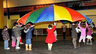 Juegos de cumpleaños y fiestas infantiles a domicilio con paracaídas