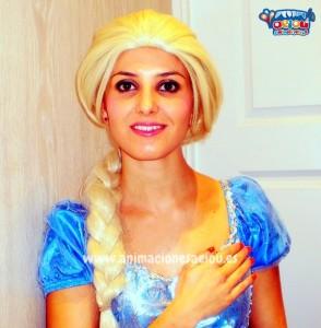 Elsa de Frozen haciendo truco de magia infantil