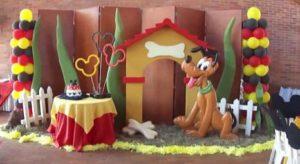 Cómo decorar una fiesta temática de Disney