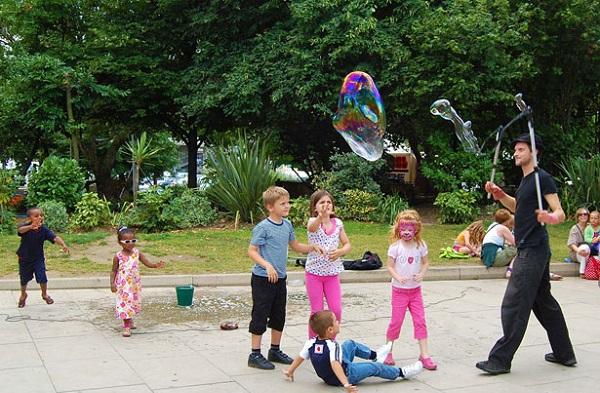 Juegos para entretener a los niños en una boda