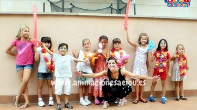Entretener a los niños en una fiesta infantil